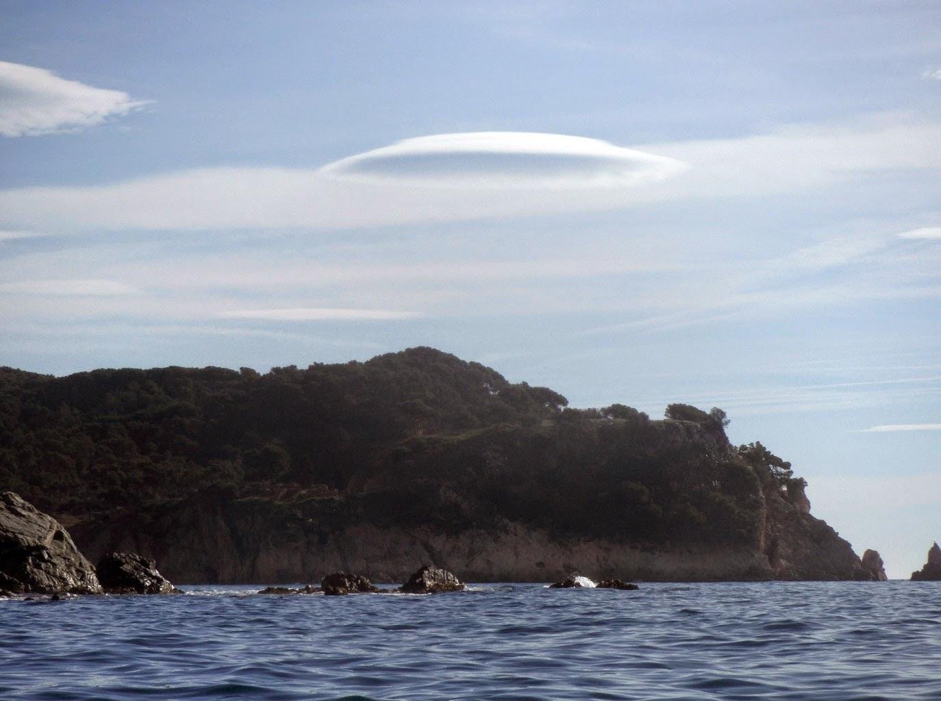 núvols lenticulars (altocumulus lenticularis)