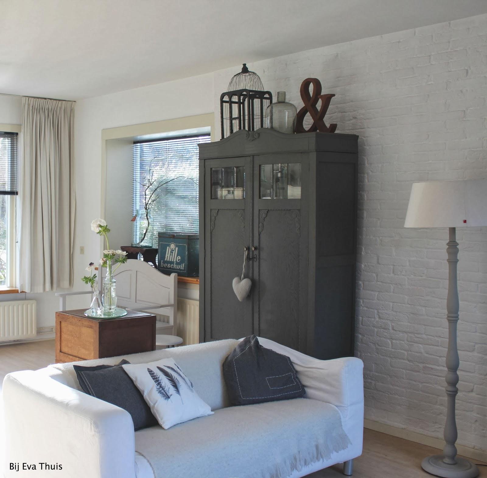 Grijze woonkamer kast: luvern kasten woonkamer interieur.