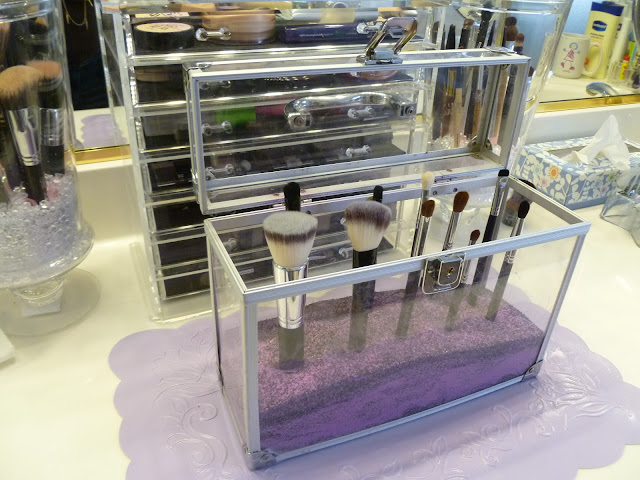 it 39 s a gandech life dust free brushes makeup brush holder ideas. Black Bedroom Furniture Sets. Home Design Ideas