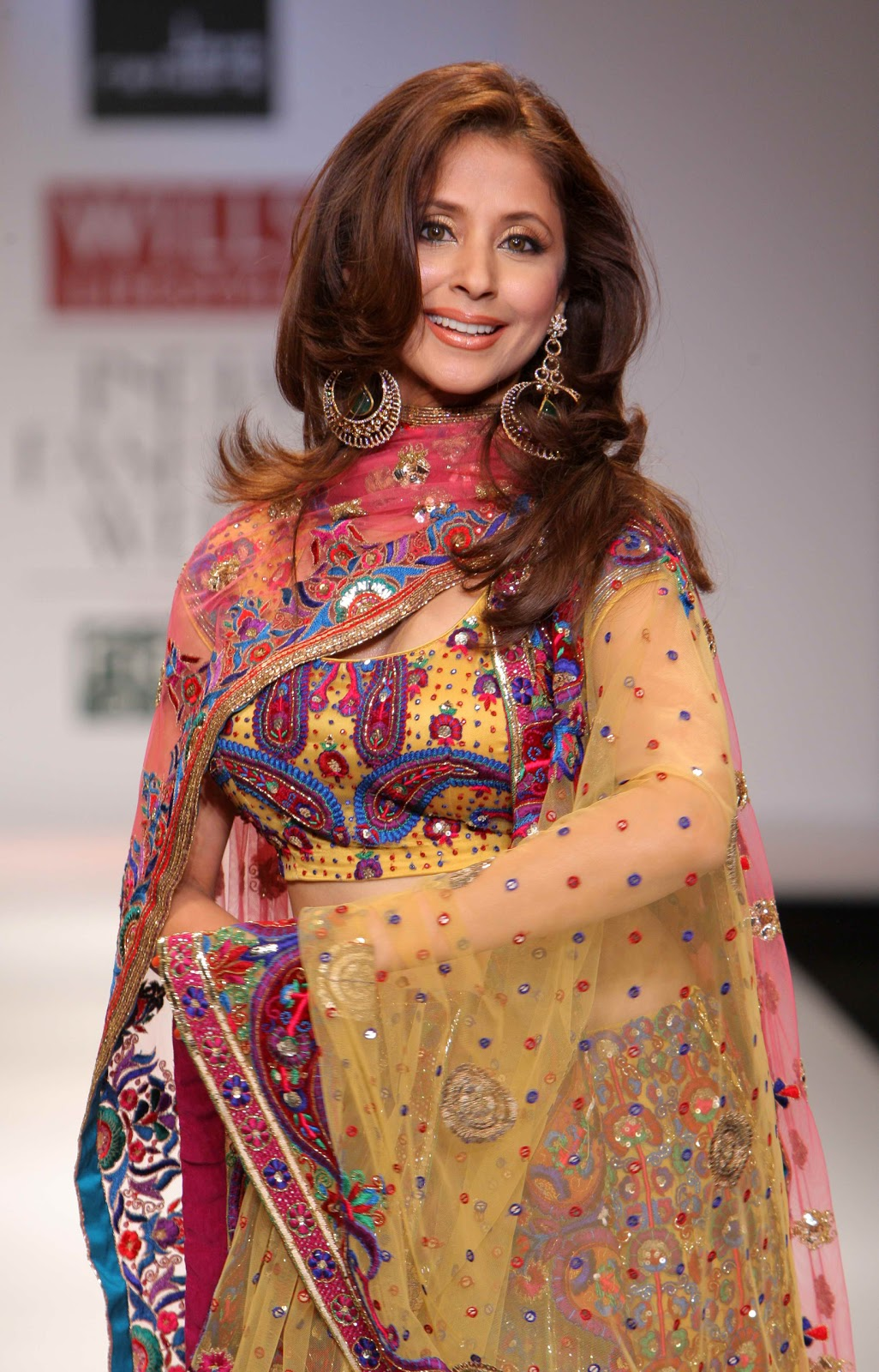 Urmila Matondkar Hot In Lehenga Choli At The Wills Lifestyle India Fashion Week
