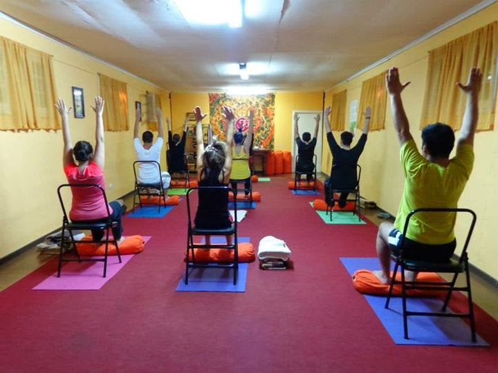 Centro yoga rancagua for Sillas plegables para yoga