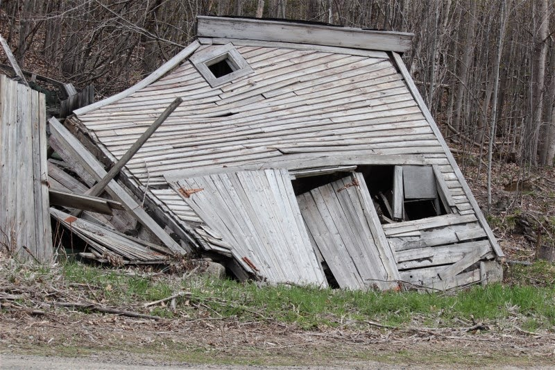 Building Falling Down : Gallimaufry gleanings