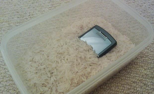 Warta Handphones | P4KA : Pertolongan Pertama Pada Ponsel Kelelep Air