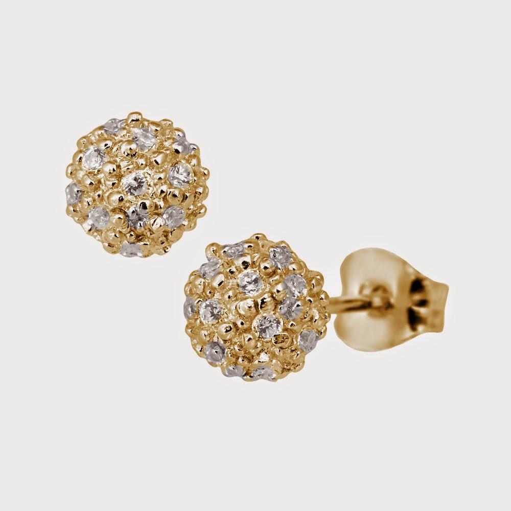gave til hende smykker