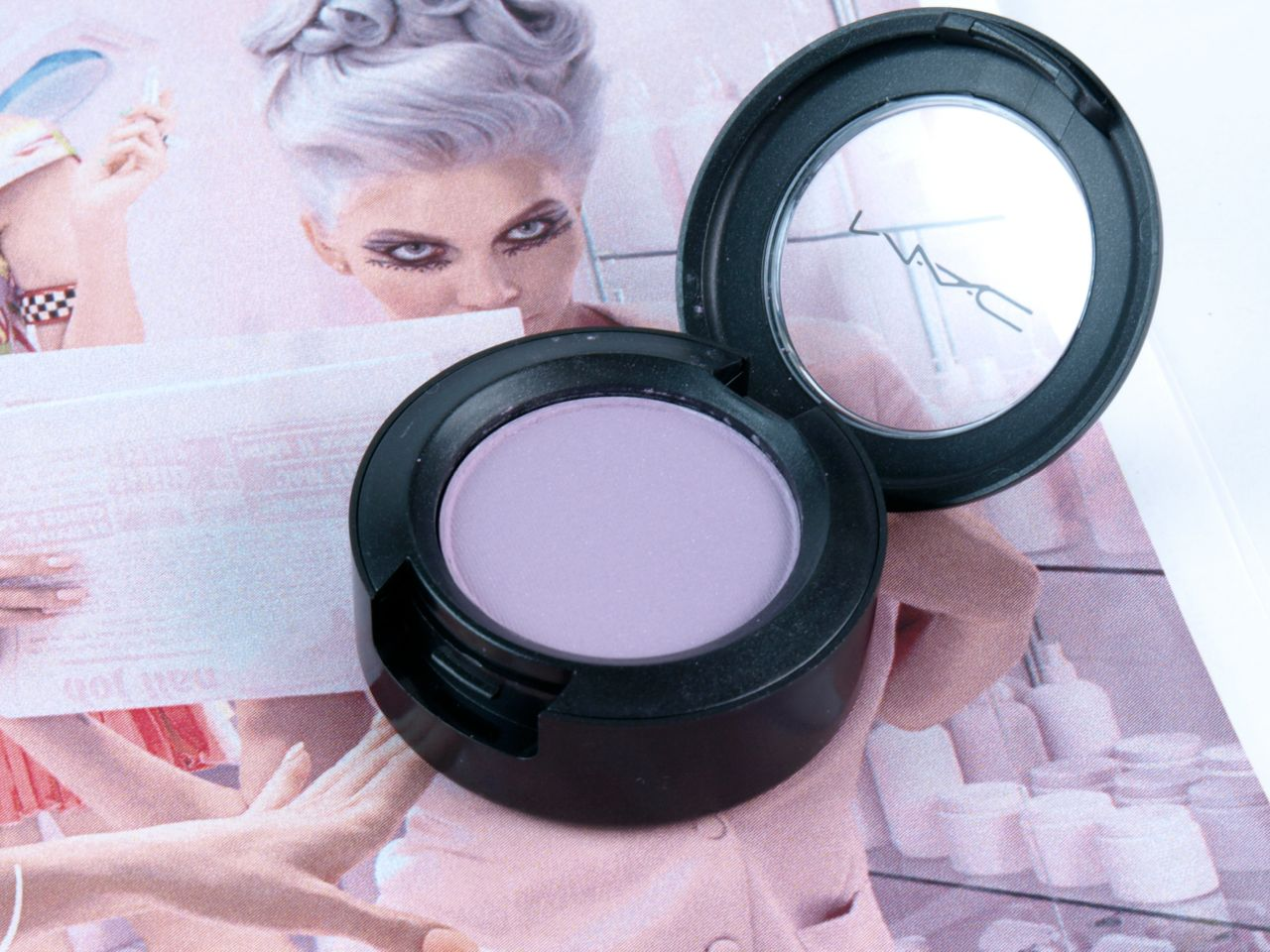 "MAC is Beauty Collection Cremesheen Glass in ""Japanese Spring"" & Eye Shadow in ""Wow Factor"": Review and Swatches"