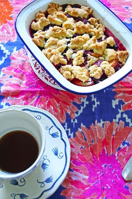 peach and rasberry crumble - crumble ροδάκινο με σμέουρα