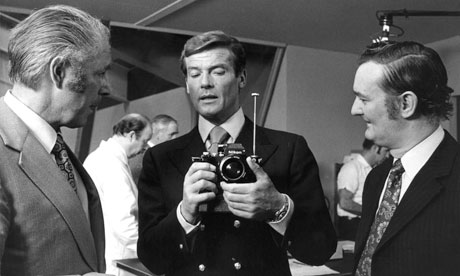 Roger+Moore+(as+James+Bond)+with+his+cam