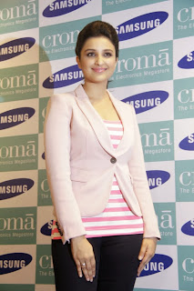 Actress Parineeti Chopra Pictures at SAMSUNG GALAXY NOTE 3 Launch at Croma Store  0010