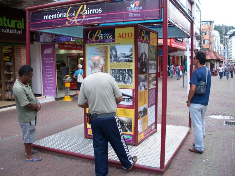 Abordando o Alto, a exposição Memória dos Bairros pode ser vista na Calçada da Fama