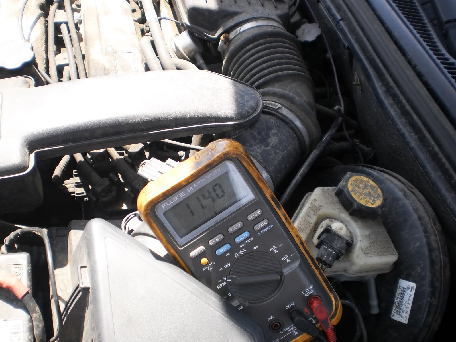 jwr automotive diagnostics 1996 ford contour my meter still stuck in c100 starts to battery voltage and every voltage in between bingo i pull the fuse out and my first clue is that it pulls out