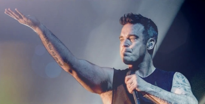 Robbie williams, en directo para el vídeo de 'be a boy'