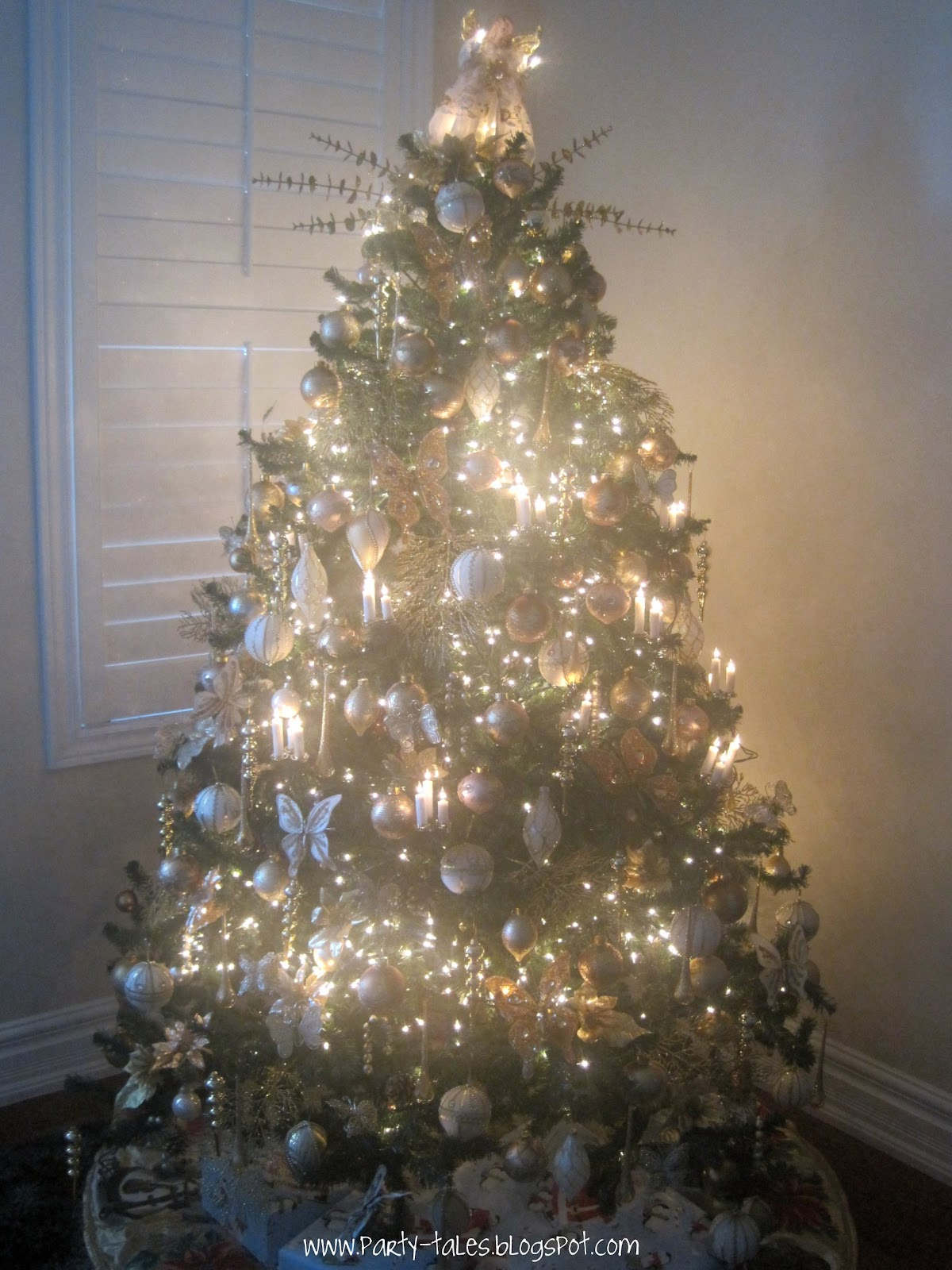 i love decorating my house for christmas here is my gold christmas tree ive been collecting ornaments for years some of these are more than 10 years - Show Me Christmas Decorations