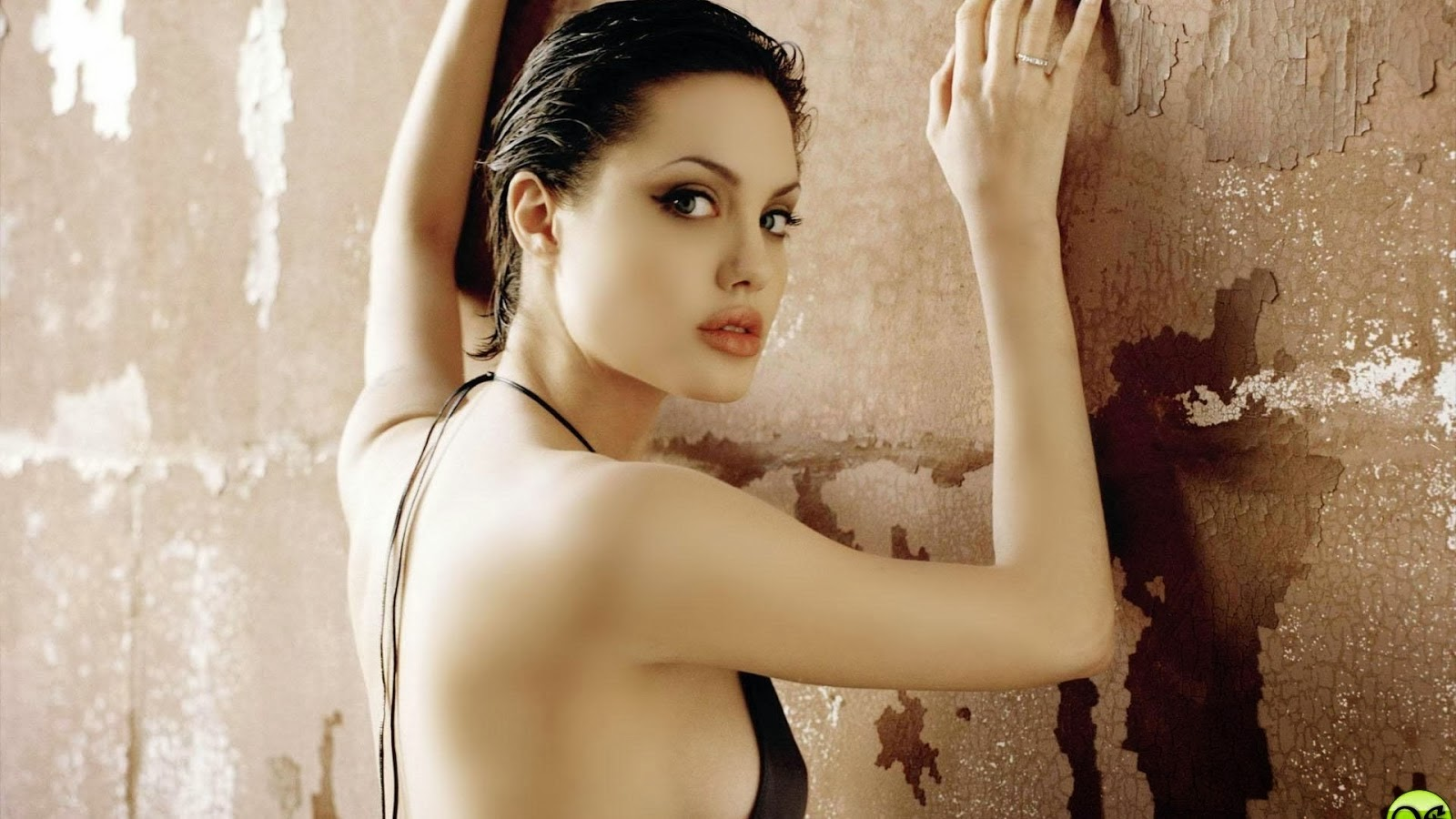 Angelina Jolie Without Bra HD Images