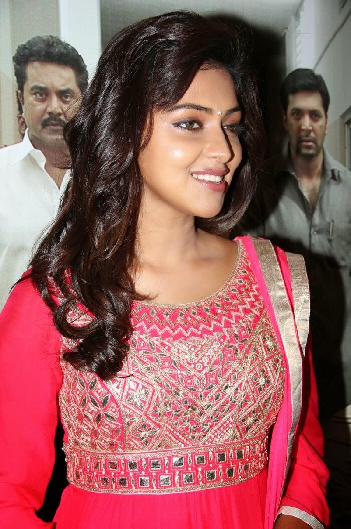 TamilCineStuff   : Jwala Gutta Photos in Salwar Kameez at