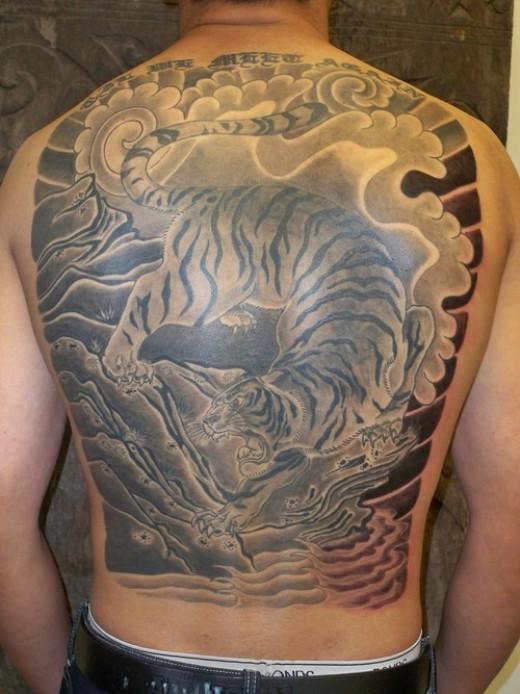 Tatuagem de tigre  costas
