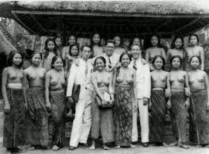 http://3.bp.blogspot.com/-szPLM5xzxLs/UyrX3M6PfQI/AAAAAAAAGVM/YvdnXDBK_Lk/s1600/Once+upen+a+time+in+Bali.jpg
