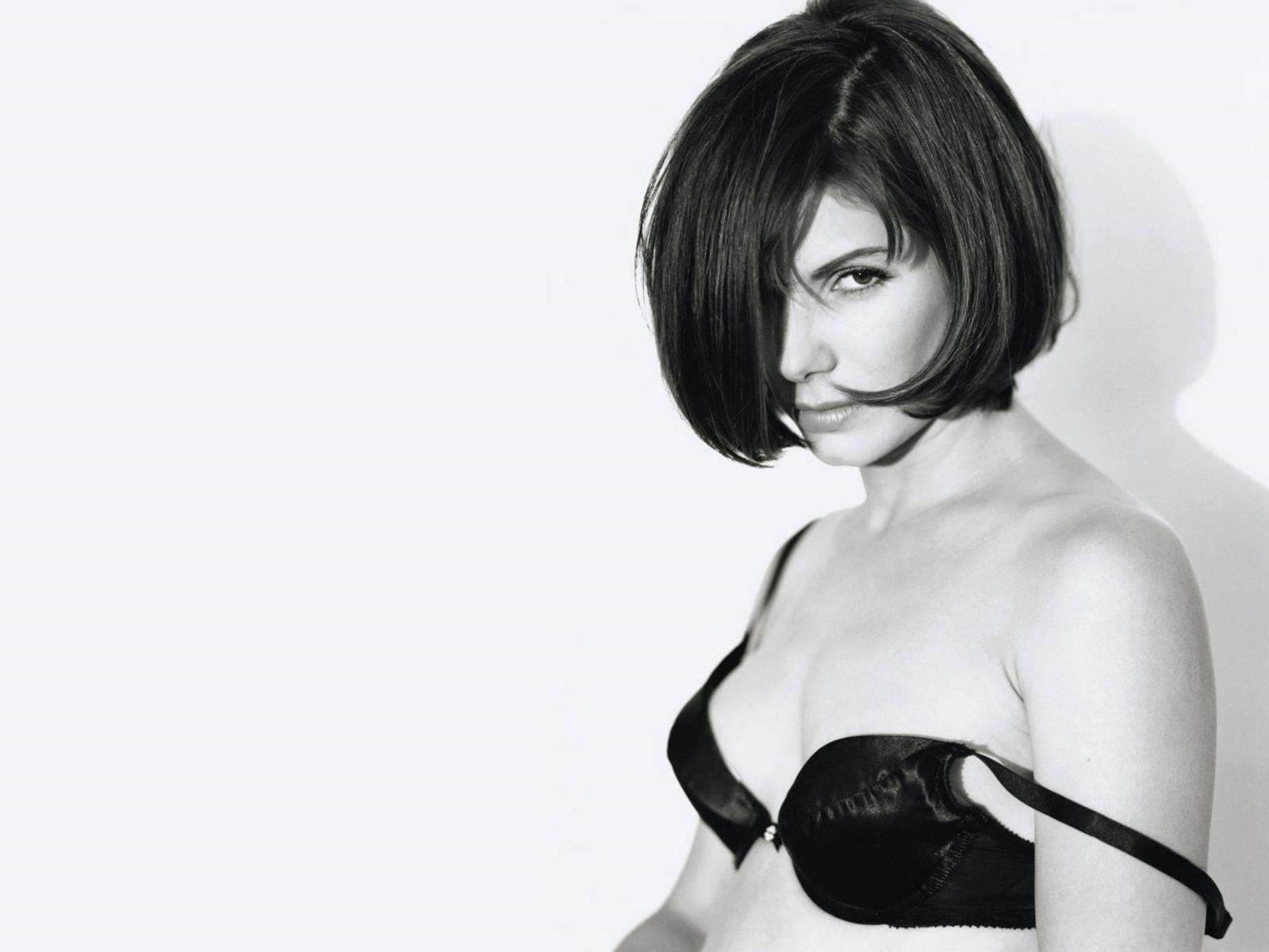 http://3.bp.blogspot.com/-szYGNciEGv8/Tow74U7PBYI/AAAAAAAAAKc/d61tDiMWuog/s1600/Sandra_Bullock_Wallpapers_photoshoot%2B%25281%2529.jpg
