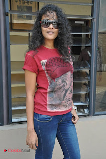 Sonia Deepti Pictures in Skinny Jeans at Mr. Manmadha Movie Press Meet 0012