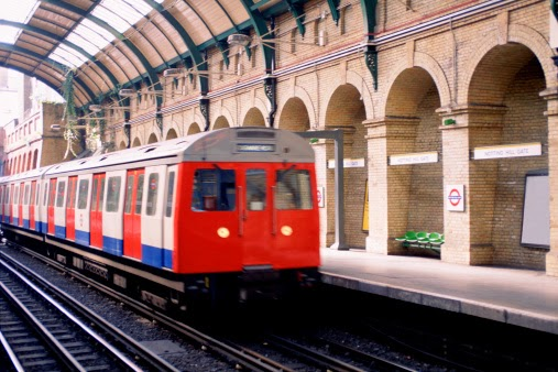 Londoners willing to pay an extra £42,000 to live near a tube or rail station