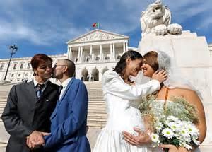 Matrimonio Igualitario Biblia : Crónica como agua y aceite la biblia y la bandera arcoíris en el