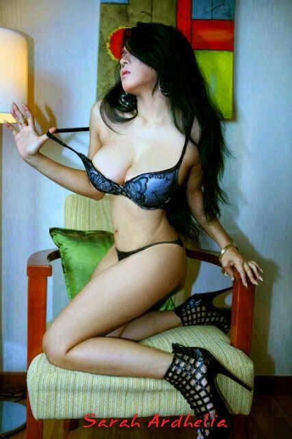 Kumpulan Foto Seksi dan Hot Sarah Adelia