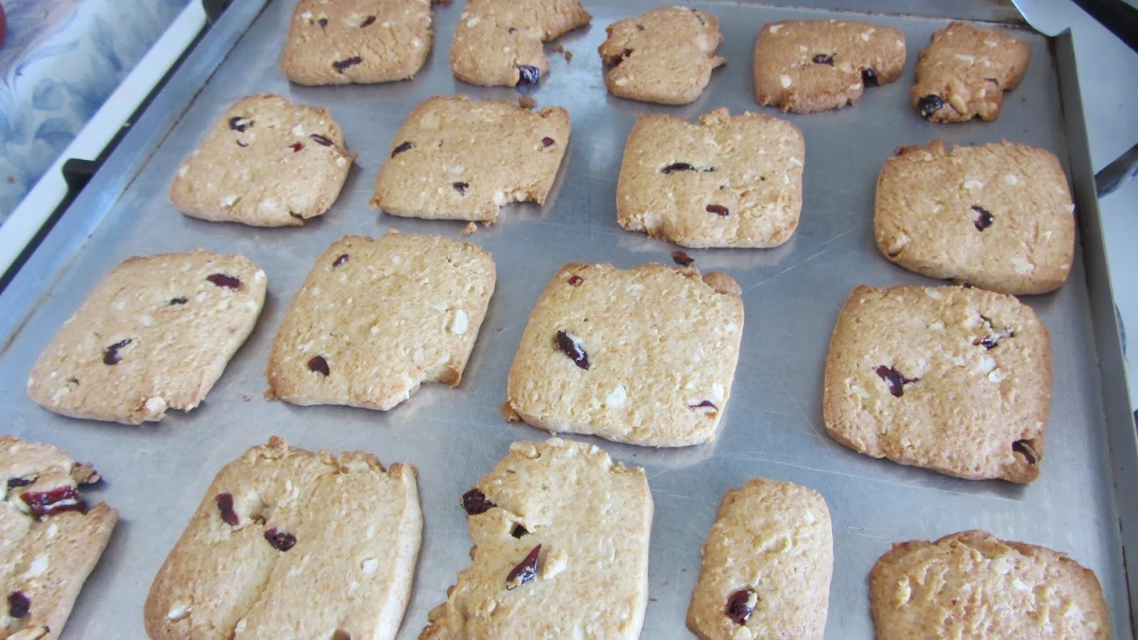 печенье с арахисом испеклось