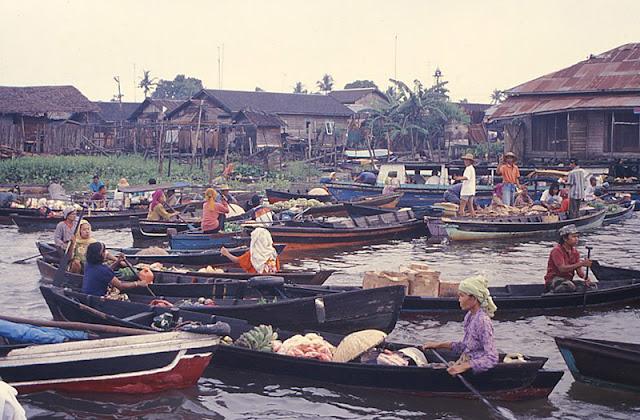 Pasar Terapung Muara Kuin di Banjarmasin, Kalimantan Selatan 2