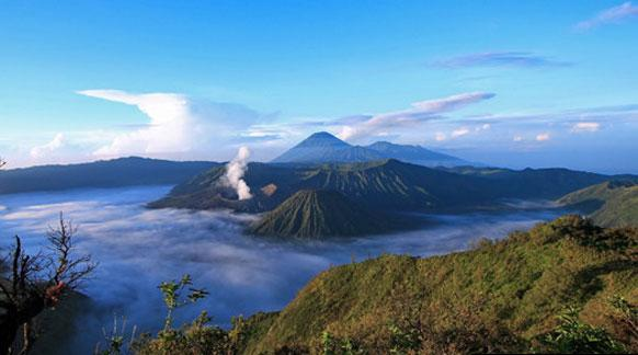 Lima Gunung Api Spektakuler yang Wajib Dikunjungi