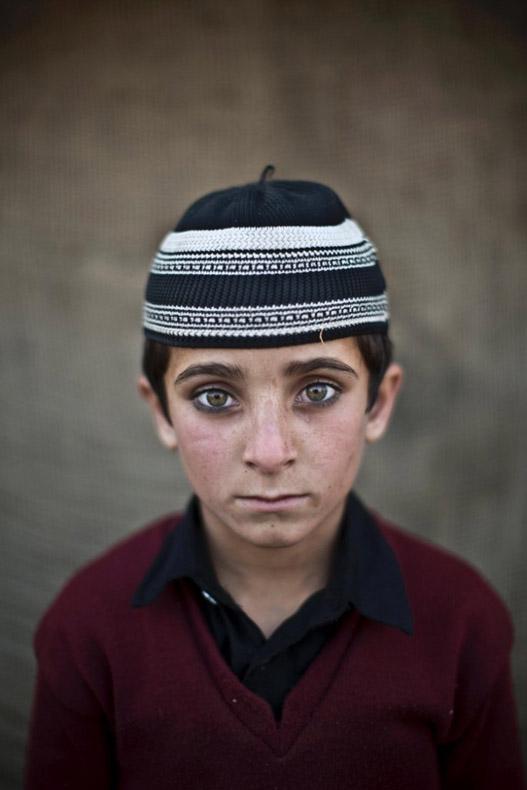Los impresionantes rostros de niños refugiados Afganos en Pakistán