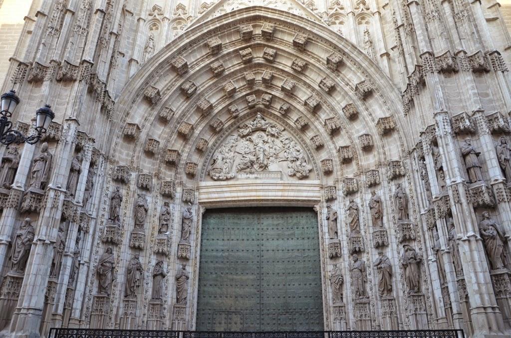 Historia del arte puertas de la catedral de sevilla for Puertas correderas sevilla