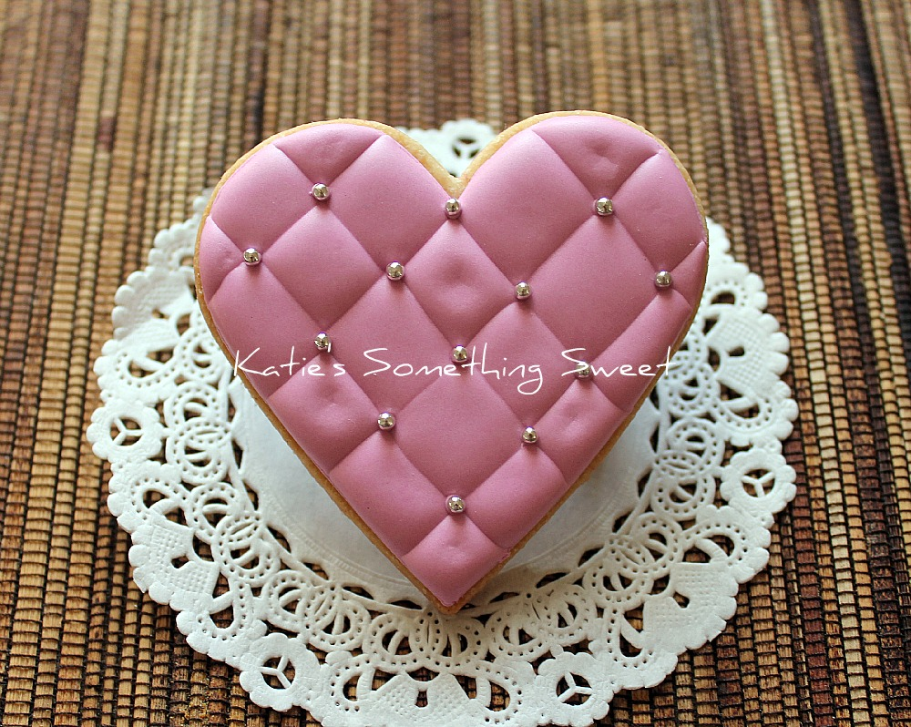 Katie\'s Something Sweet}: Valentine\'s Day Cookies - Pink Heart Cookies