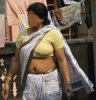 indian maid showing boobs