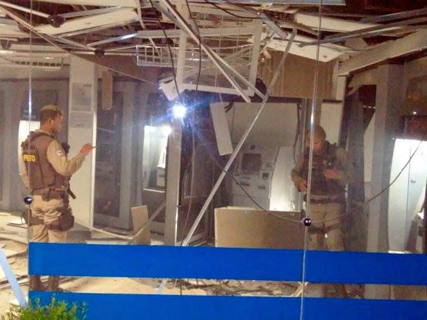 Ataque ocorreu na madrugada desta quarta-feira, em Lauro de Freitas (Foto: Carlos José/Site Voz da Bahia)