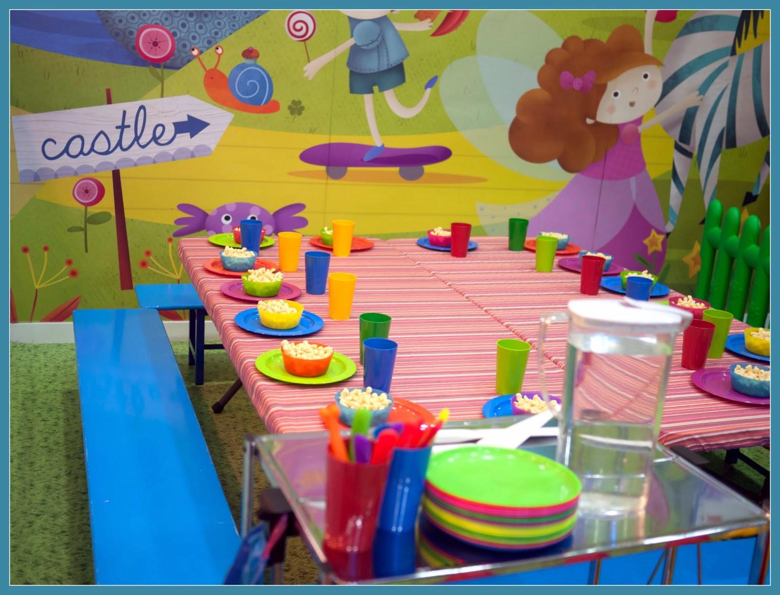 Mesa para la merienda de cumpleaños en Little Kingdom