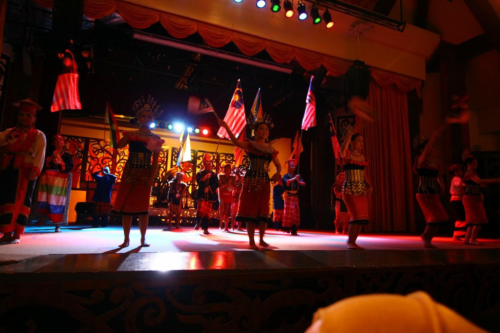 Persembahan Kampung Budaya Sarawak