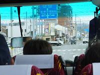 シャトルバスの中で・・・。
