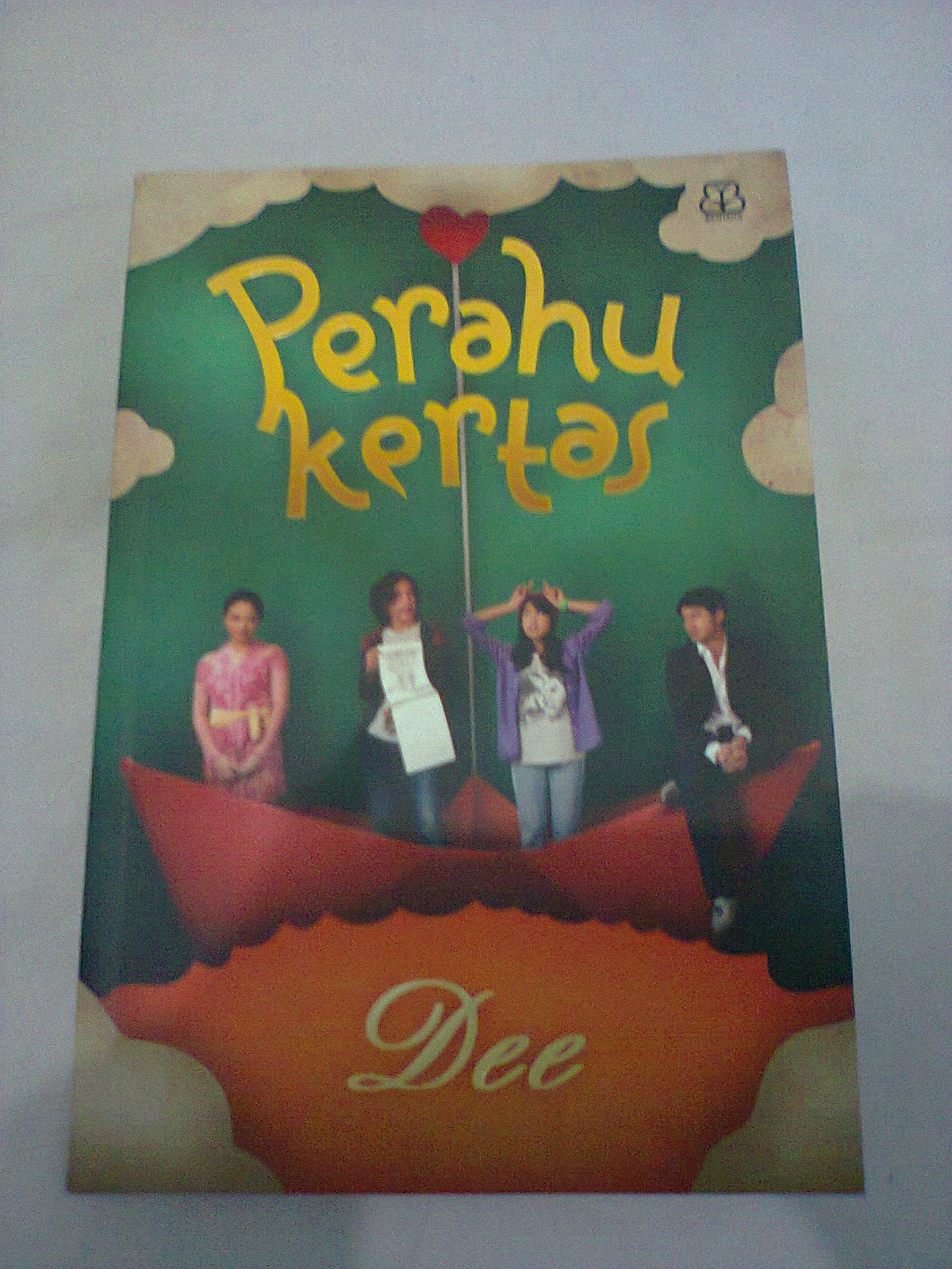 Resensi Novel Perahu Kertas