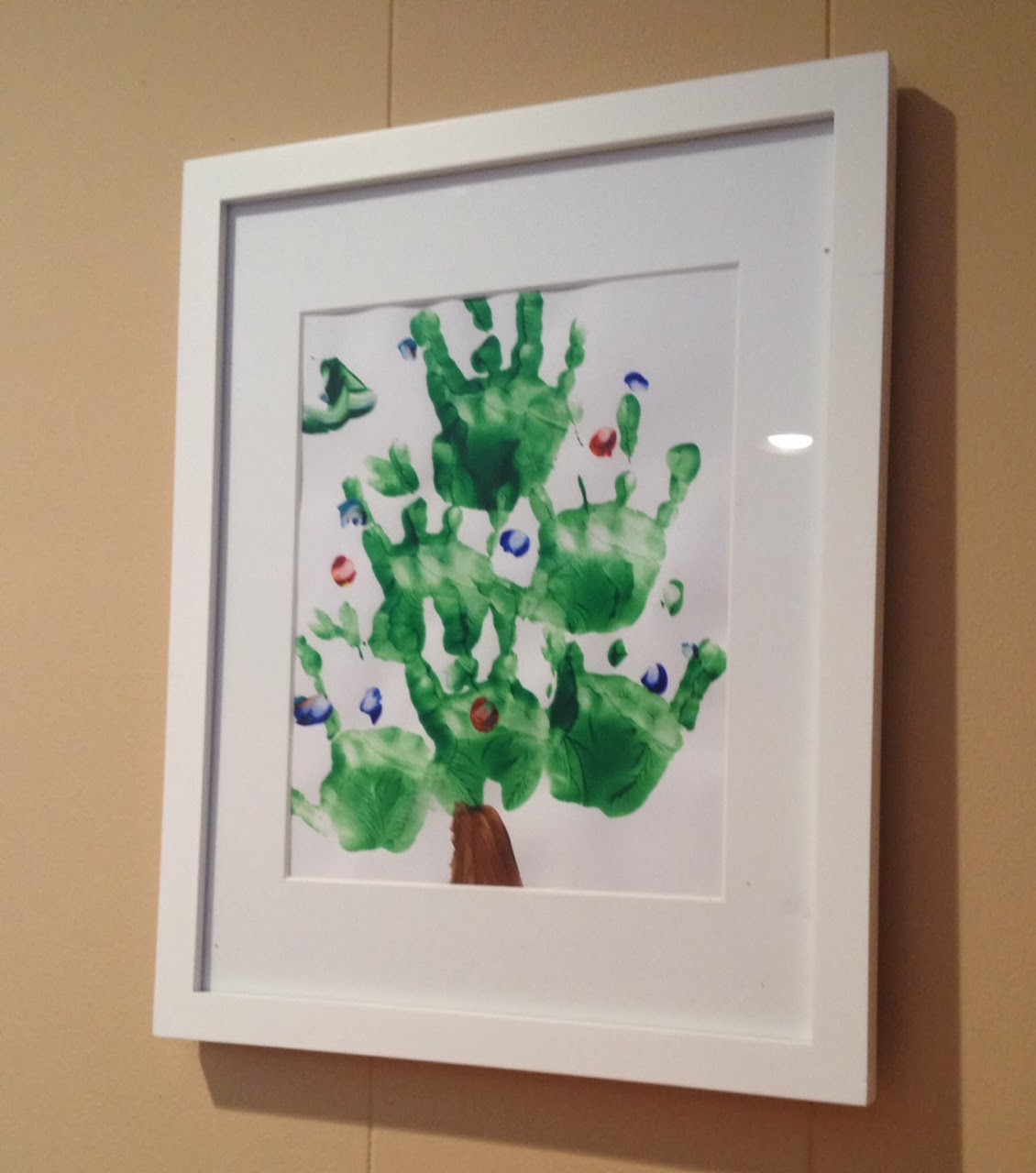 Two it yourself christmas tree handprint art toddler friendly solutioingenieria Gallery