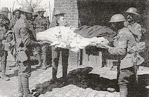 Évacuation de la population de Robecq (Pas-de-Calais) par les Britanniques le 12 avril 1918