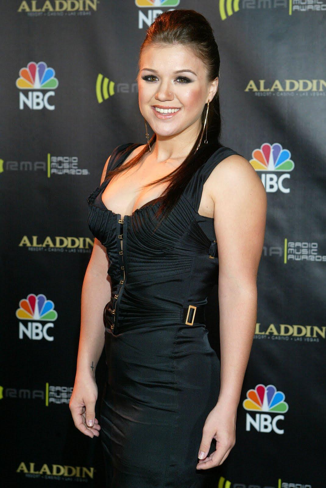 http://3.bp.blogspot.com/-t16wULGe1Pg/TlDg1hmdduI/AAAAAAAAABQ/2hFsSzLOsHs/s1600/Kelly-Clarkson-life-style-2011-american-singer-and-actress-15.jpg