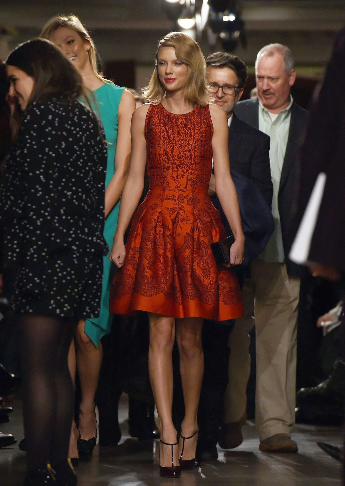Taylor Swift attends the Oscar de la Renta NYFW Fall/Winter 2015 Show