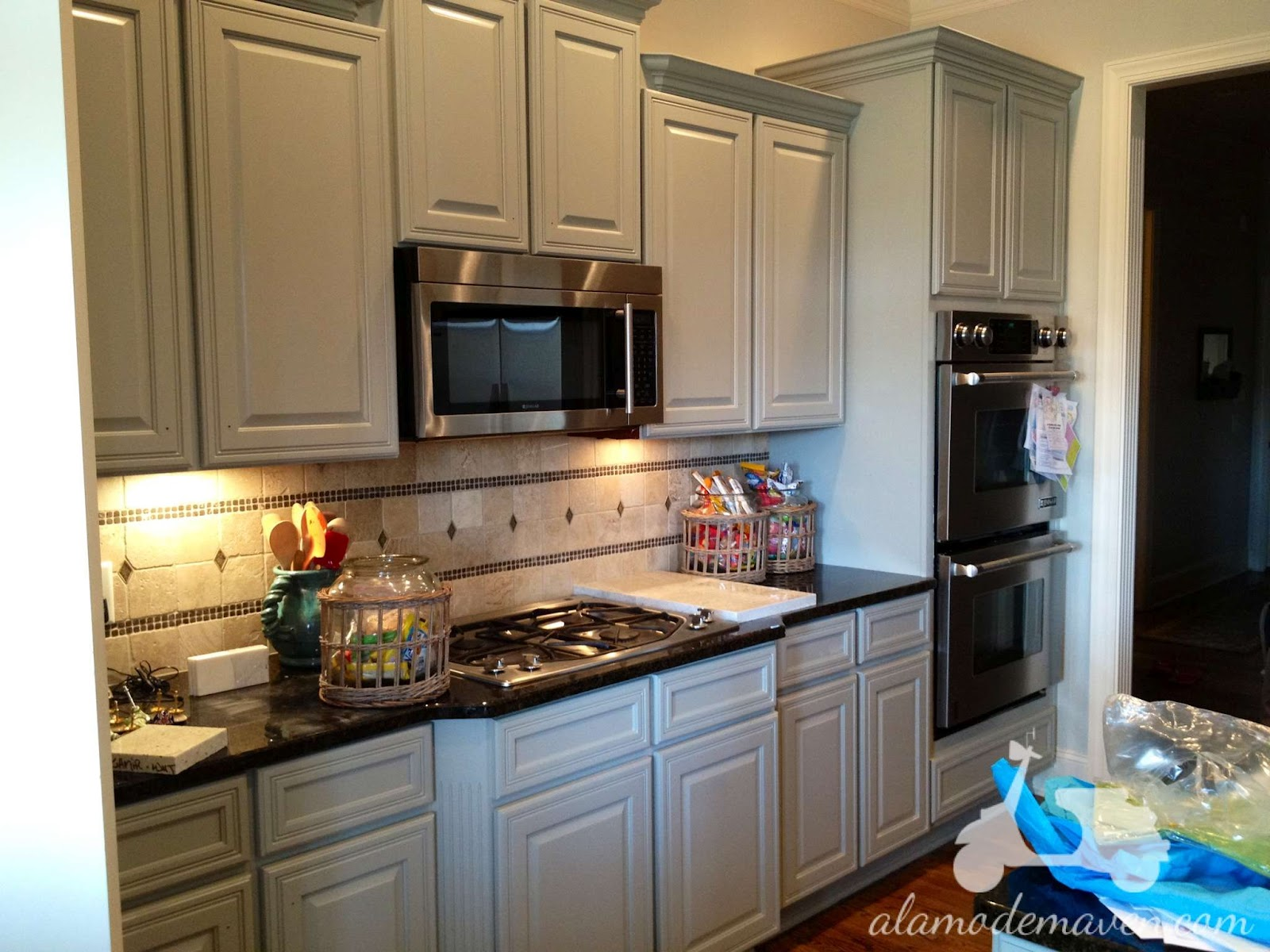 Painted kitchen cabinets home design and decor reviews for Painting kitchen cabinets