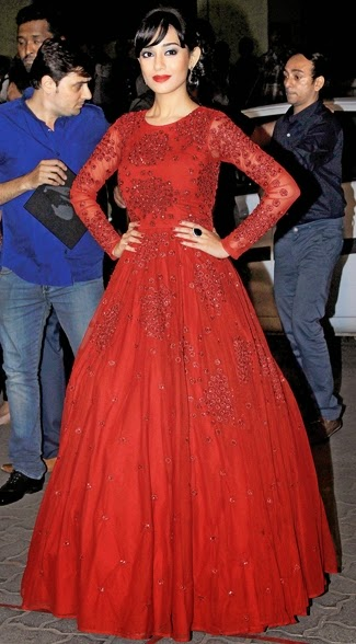 Amrita Rao in Red Gown at 60th Britannia Filmfare Awards 2015
