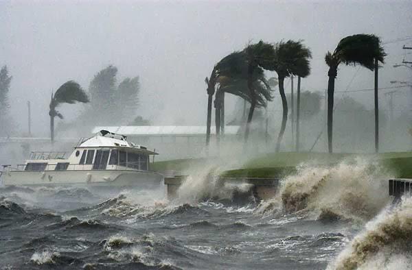 http://www.elmundo.es/elmundo/2003/graficos/jun/s2/huracan.html