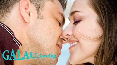 Cara Memuaskan Suami Dengan Ciuman HOT dan ROMANTIS