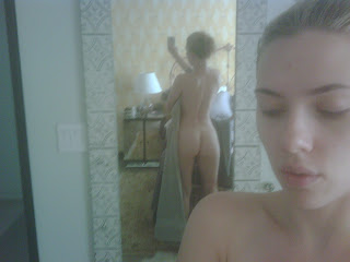 Scarlett Johansson hot blonde mirror self shot leaked twitpics twitter back side HQ HD pics