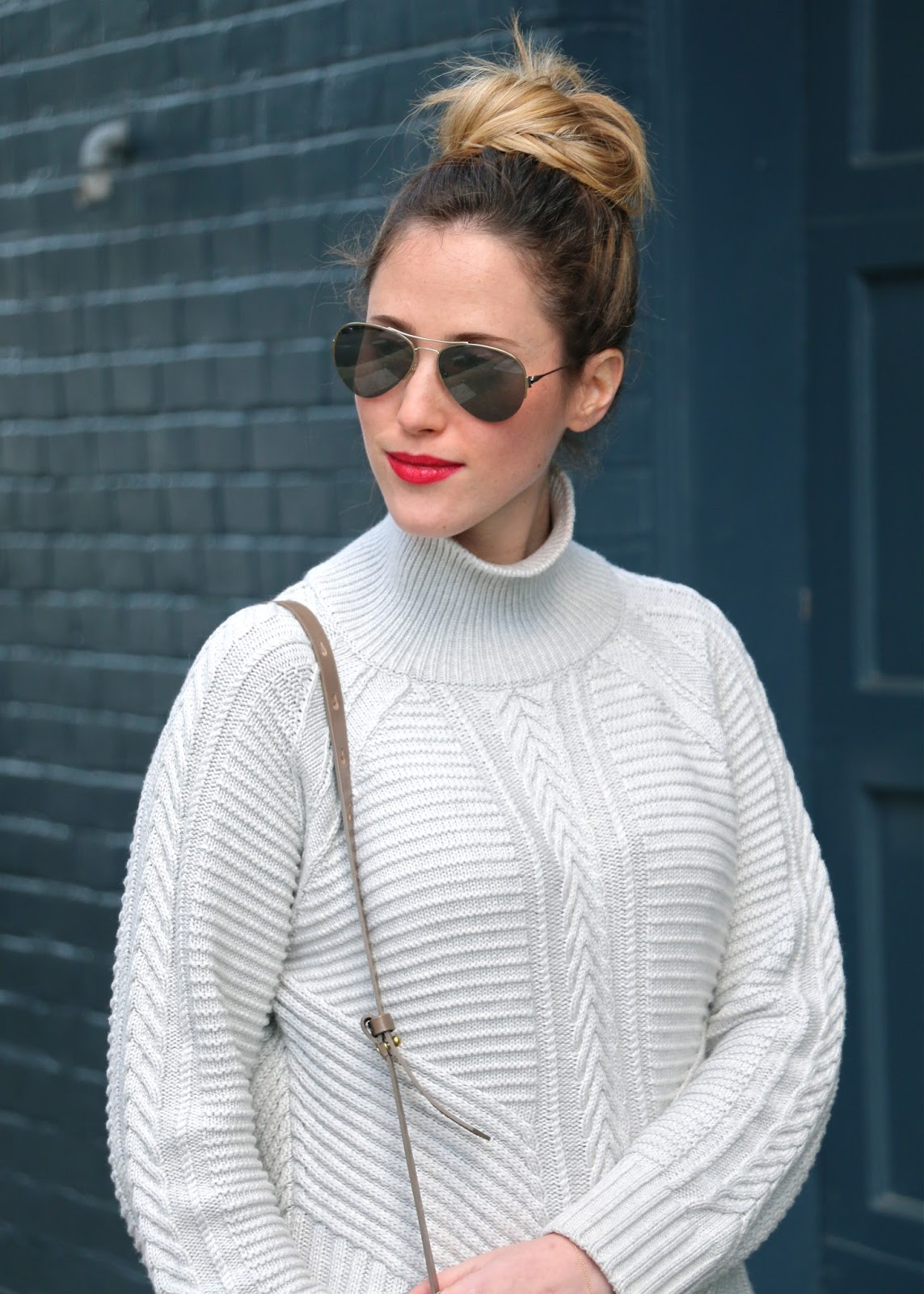 white monochromatic outfit white jeans and textured sweater