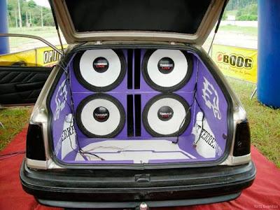 carros som