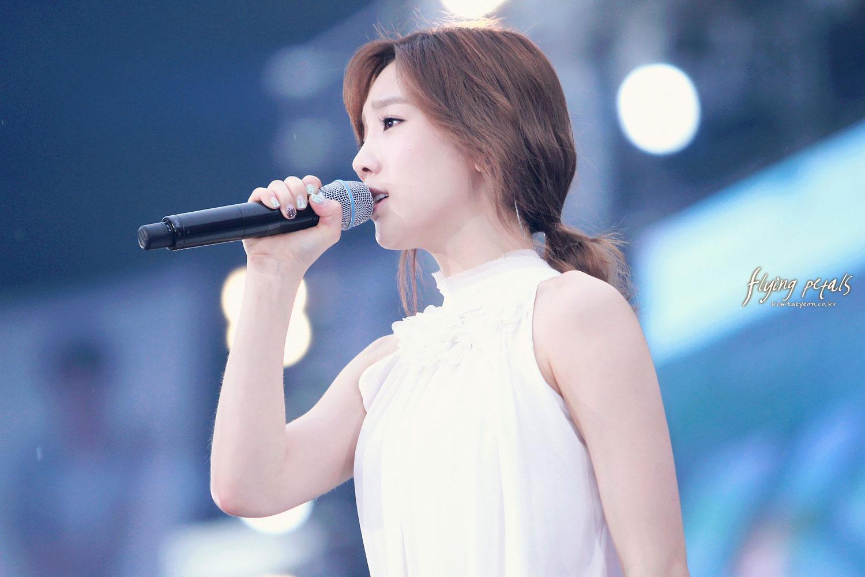 http://3.bp.blogspot.com/-t1vYHBqg5R0/UE6HGJbMuCI/AAAAAAAAA_Q/FiVELKcTMbs/s1600/taeyeon-smtown-seoul-1.jpg
