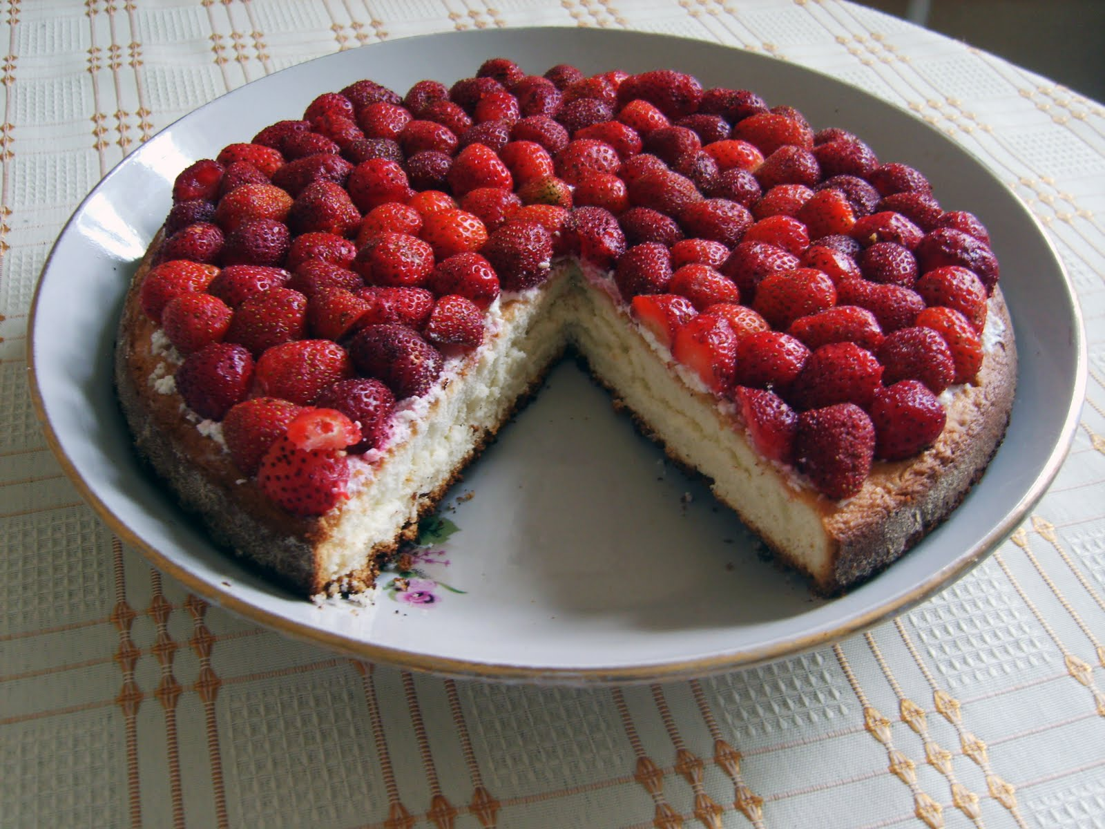 Простой пирог с клубникой рецепт пошагово в домашних условиях